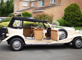 Convertible vintage wedding car in Bath